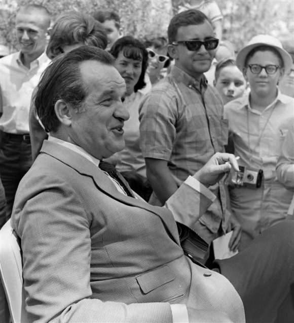 Al_Capp_at_1966_Art_Festival_in_Florida